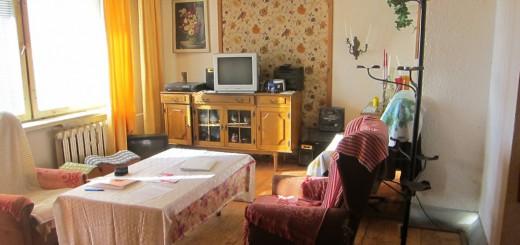zdjęcie przedstawia urządzony salon w mieszkaniu