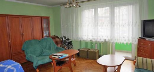 zdjęcie przedstawia duży pokój mieszkania na sprzedaż