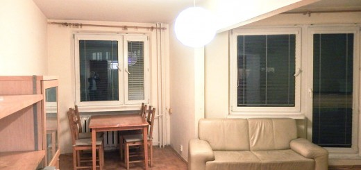 na zdjęciu salon w mieszkaniu na sprzedaż Wrocław