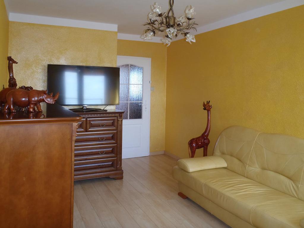 na zdjęciu salon mieszkania na sprzedaż we Wrocławiu