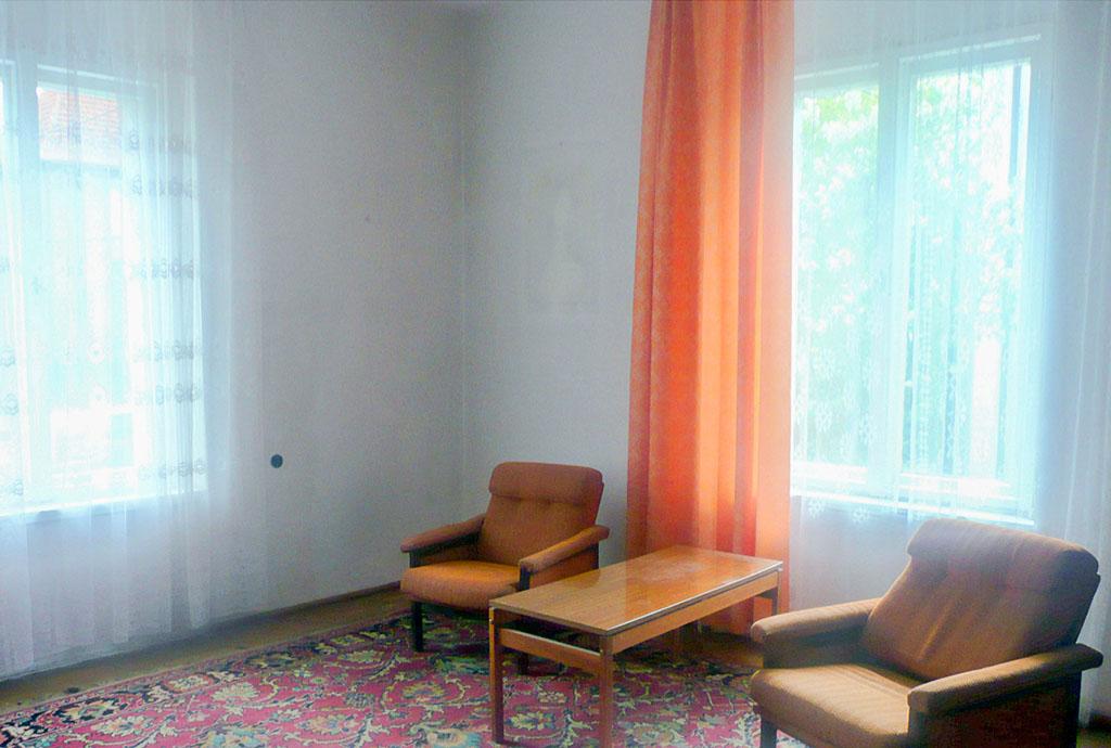 na zdjęciu salon w mieszkaniu do sprzedaży na wrocławskich Krzykach