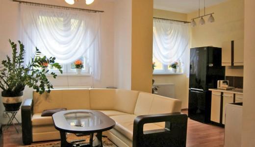 rzut na duzy pokój w mieszkaniu na sprzedaż we Wrocławiu