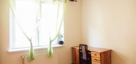 widok na salon w mieszkaniu