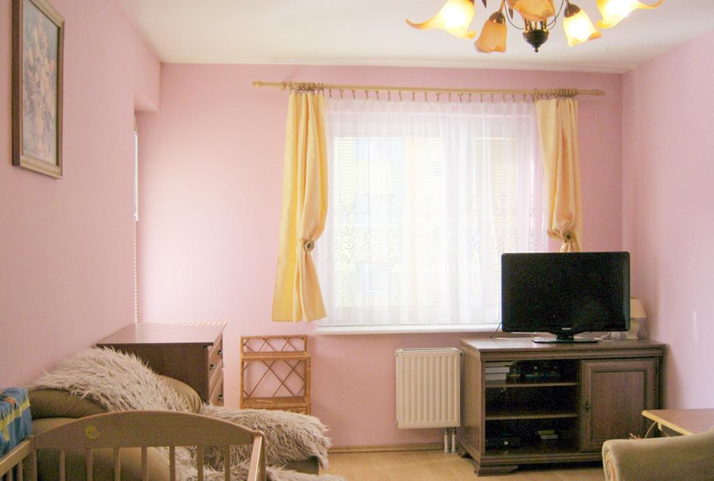 wnętrze mieszkania do sprzedaży we Wrocławiu, widok na duży pokój