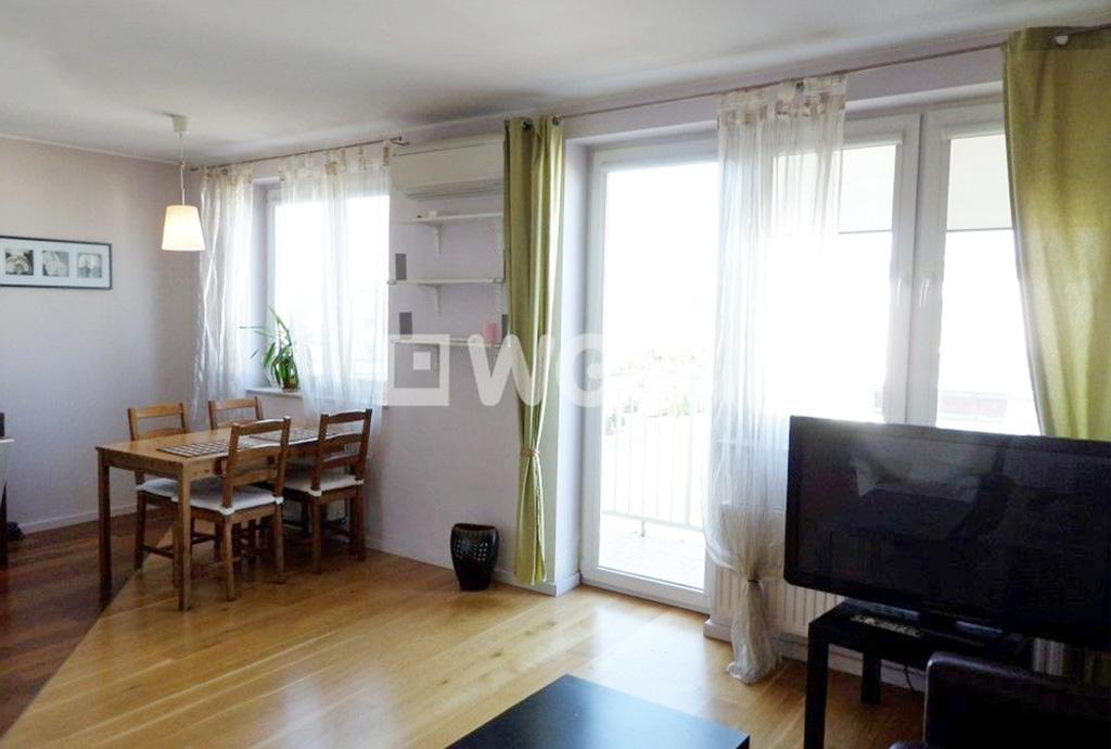 wnętrze salonu w mieszkaniu do wynajmu na Psim Polu we Wrocławiu