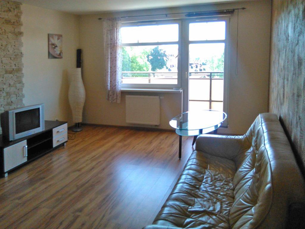 zdjęcie przedstawia umeblowane mieszkanie na wynajem we Wrocławiu