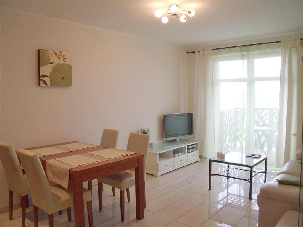 zdjęcie przedstawia duży pokój w mieszkaniu na Starym Mieście we Wrocławiu