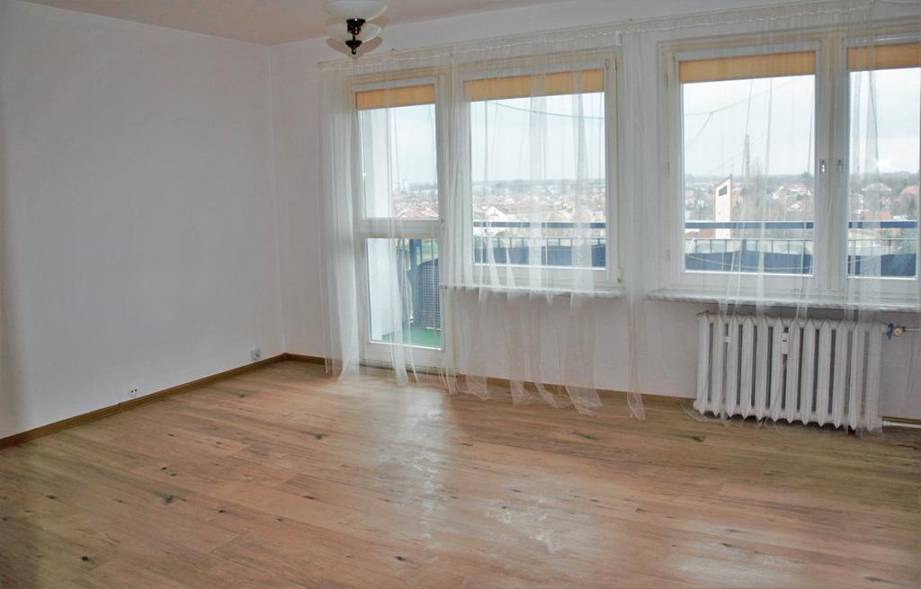 na zdjęciu mieszkanie we Wrocławiu do sprzedaży, widok na salon