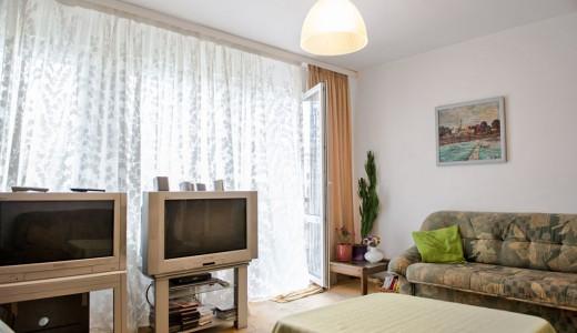 na zdjęciu salon w mieszkaniu do sprzedaży na Psim Polu we Wrocławiu