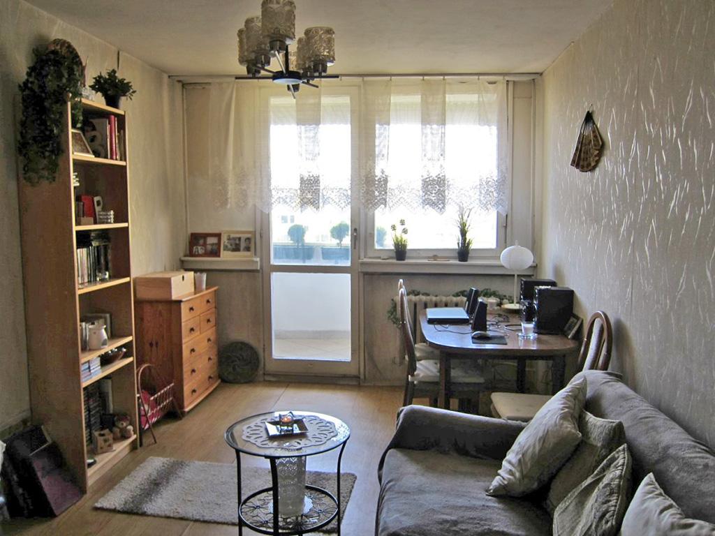 na zdjęciu salon w mieszkaniu do sprzedaży we Wrocławiu, w dzielnicy Fabryczna