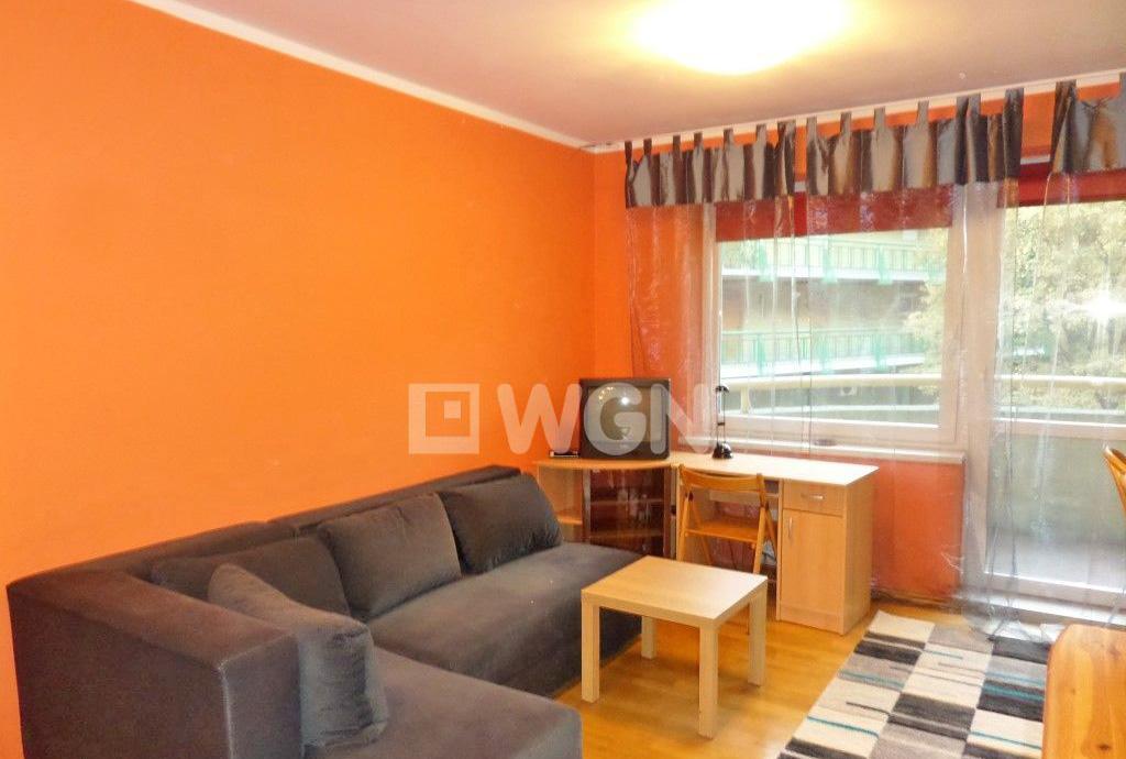 zdjęcie przedstawia duży pokój w mieszkaniu na wynajem na wrocławskich Krzykach