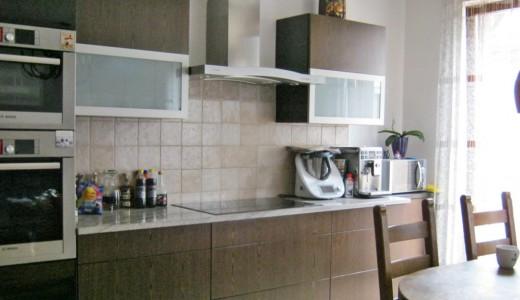 zdjęcie przedstawia aneks kuchenny w mieszkaniu do sprzedaży we Wrocławiu - Fabryczna
