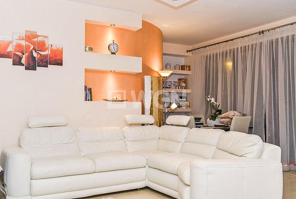 zdjęcie przedstawia salon w mieszkaniu na sprzedaż we Wrocławiu - Krzyki