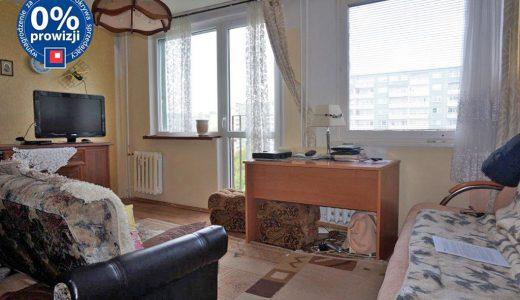 na zdjęciu salon w mieszkaniu na sprzedaż we Wrocławiu - Psie Pole