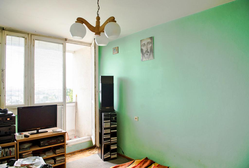 na zdjęciu salon w mieszkaniu na sprzedaż we Wrocławiu, w dzielnicy Fabryczna