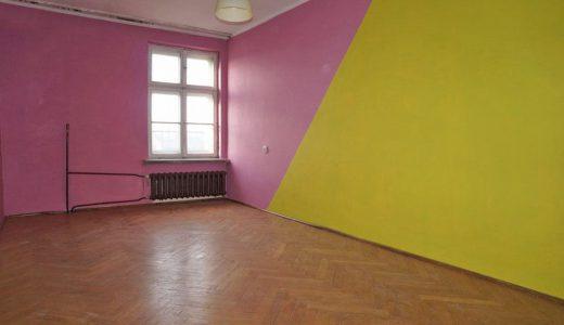 zdjęcie przedstawia duży pokój w mieszkaniu do sprzedaży we Wrocławiu