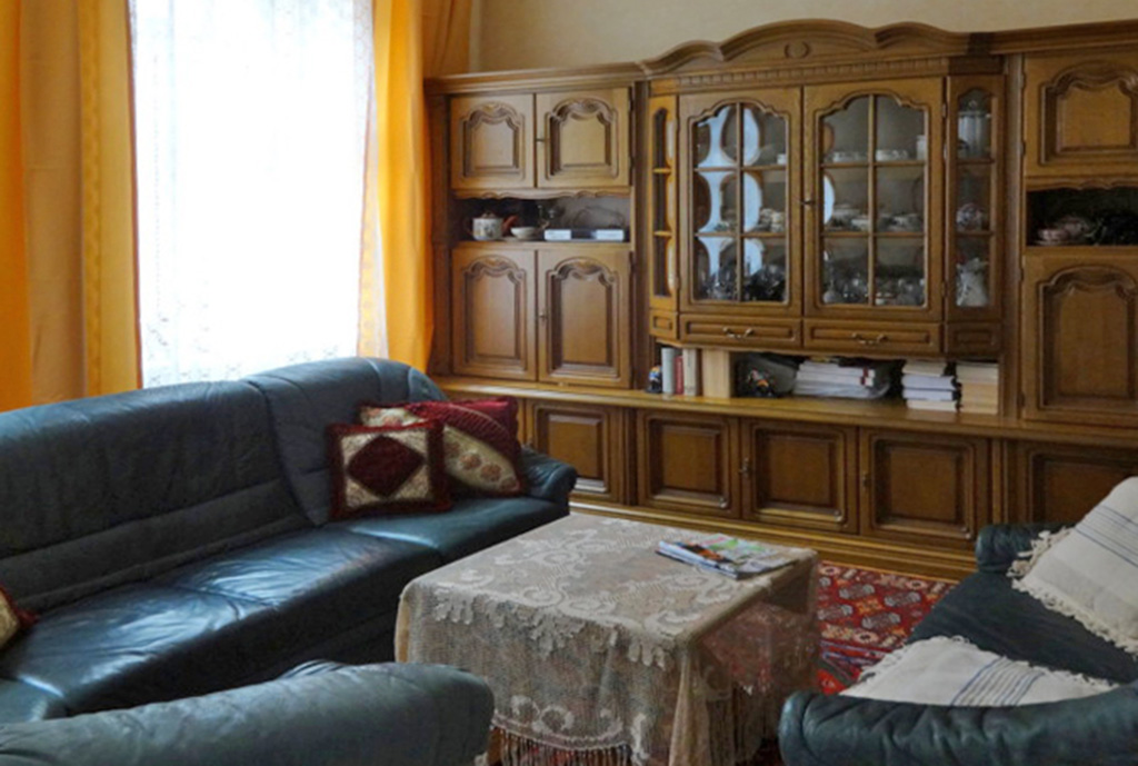 na zdjęciu salon w mieszkaniu na sprzedaż we Wrocławiu, w dzielnicy Śródmieście