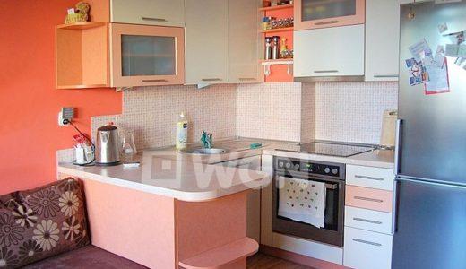 widok z salonu na aneks kuchenny w mieszkaniu do sprzedaży we Wrocławiu