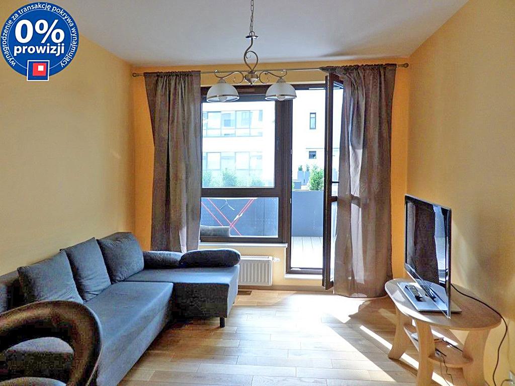 na zdjęciu salon w mieszkaniu na sprzedaż we Wrocławiu - Stare Miasto