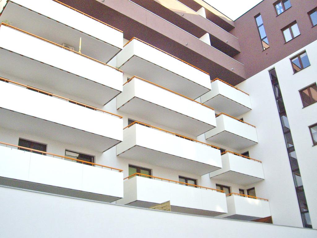 widok z zewnątrz na apartamentowiec we Wrocławiu, w którym znajduje się oferowany apartament do wynajęcia