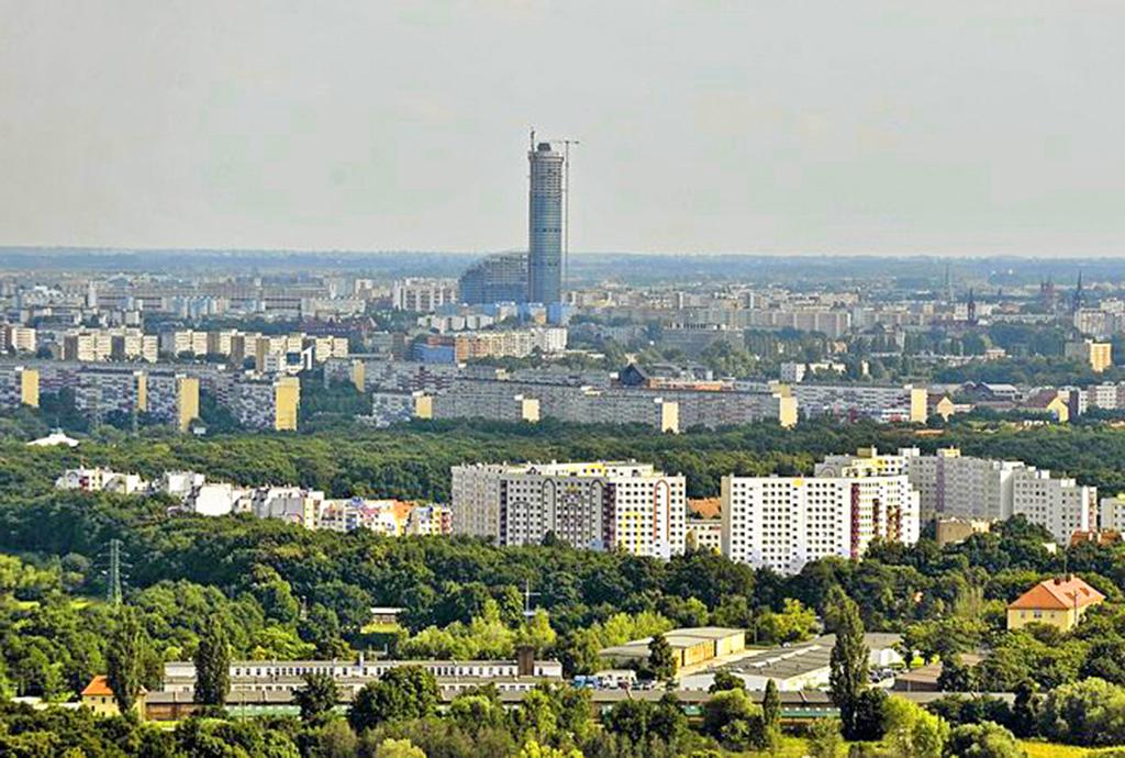 zdjęcie z lotu ptaka na okolicę, w której znajduje się oferowane mieszkania na sprzedaż we Wrocławiu