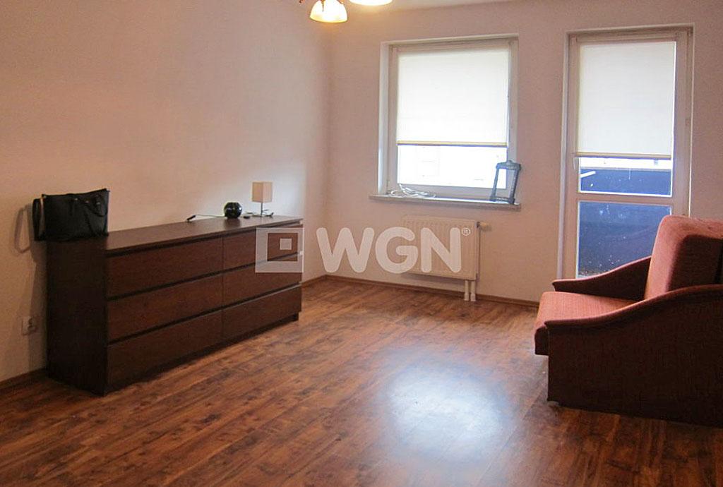 zdjęcie przedstawia salon w mieszkaniu na wynajem za 1 250 zł