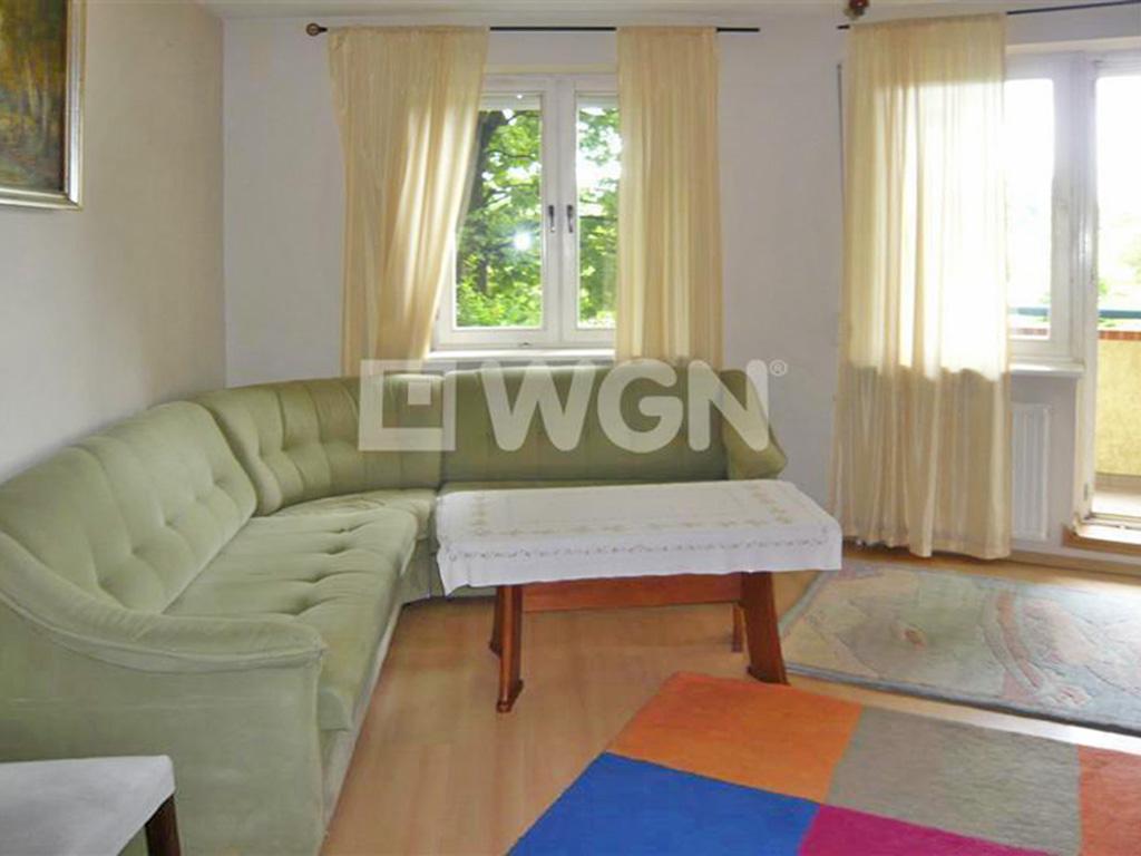 zdjęcie przedstawia salon w mieszkaniu na wynajem we Wrocławiu na Psim Polu