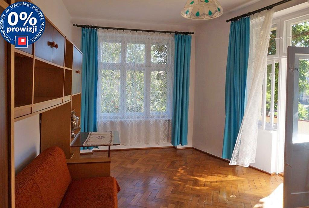 na zdjęciu salon w mieszkaniu do sprzedaży we Wrocławiu - Śródmieście