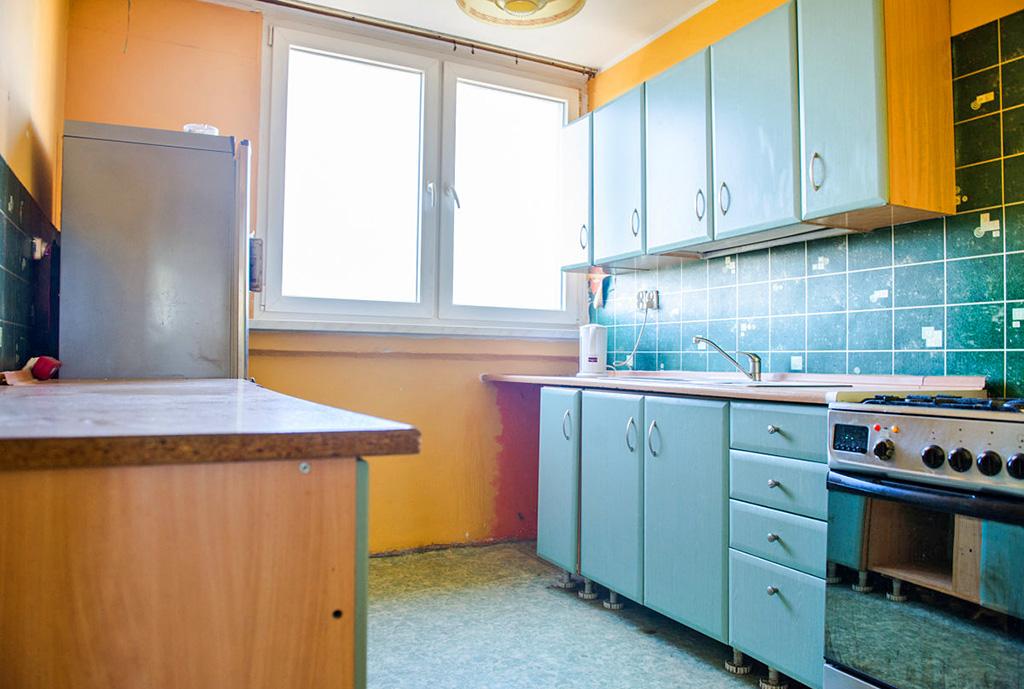 na zdjęciu kuchnia w mieszkaniu na sprzedaż we Wrocławiu
