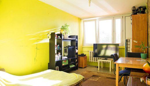 zdjęcie przedstawia salon w mieszkaniu na sprzedaż we Wrocławiu