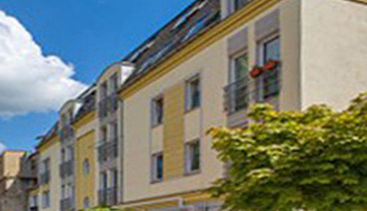 na zdjęciu widok z ulicy na kamienicę we Wrocławiu, w której znajduje się oferowane mieszkanie na sprzedaż