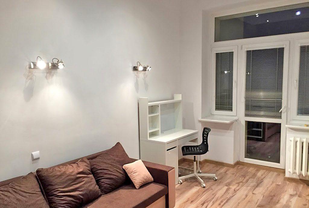 na zdjęciu salon w mieszkaniu do wynajęcia we Wrocławiu, w Śródmieściu