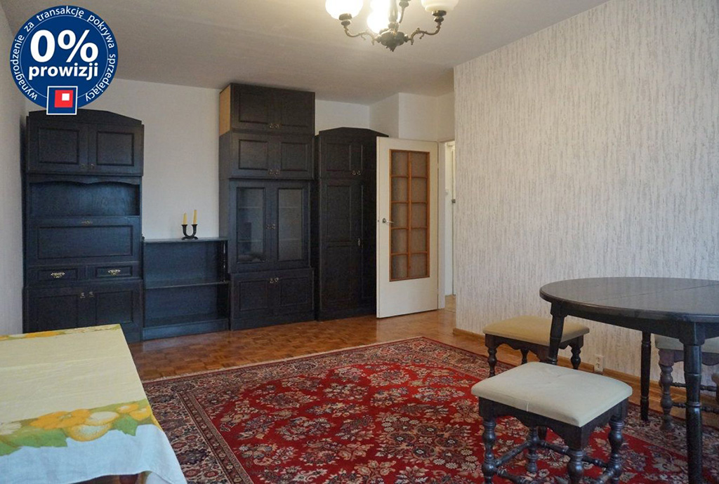 na zdjęciu salon w mieszkaniu na sprzedaż we Wrocławiu