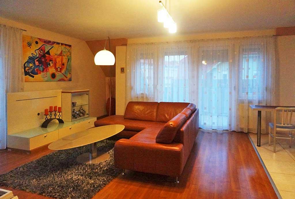 zdjęcie przedstawia salon w mieszkaniu do sprzedaży we Wrocławiu, w dzielnicy Krzyki