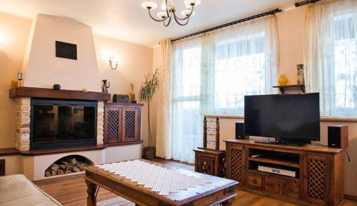 kominek w salonie luksusowego mieszkania na wynajem we Wrocławiu