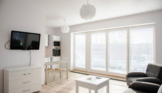 zdjęcie prezentuje ekskluzywny salon w luksusowym apartamencie do sprzedaży we Wrocławiu