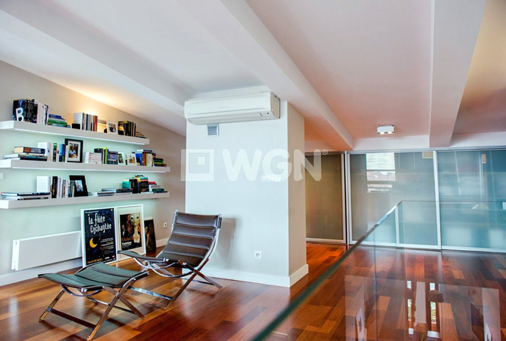 na zdjęciu jedno z komfortowych pomieszczeń i ekskluzywnym mieszkaniu na sprzedaż we Wrocławiu