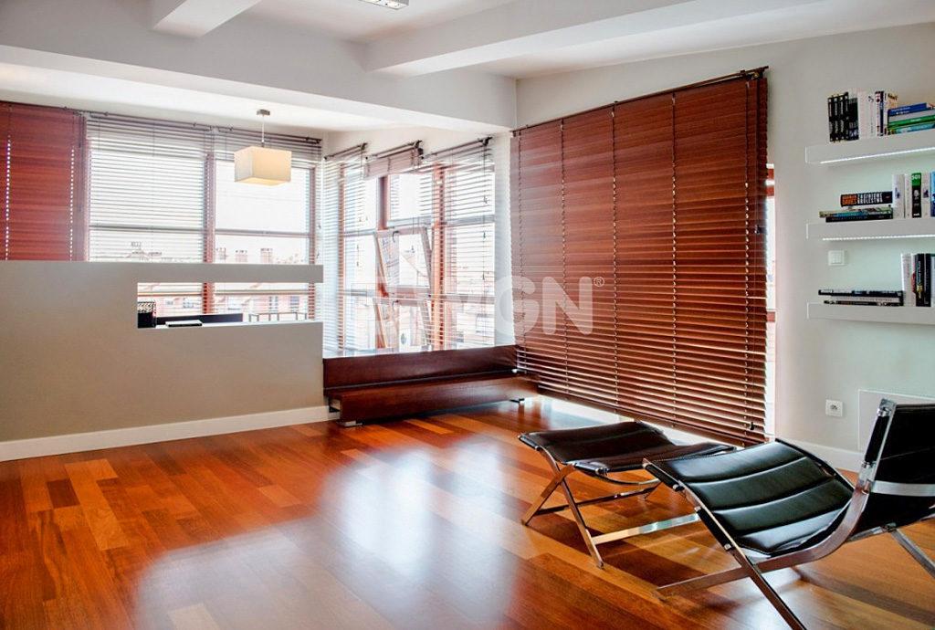 zdjęcie przedstawia gabinet w luksusowym mieszkaniu we Wrocławiu na sprzedaż