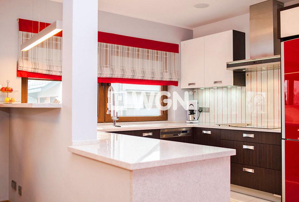 umeblowana komfortowo kuchnia w mieszkaniu na sprzedaż we Wrocławiu
