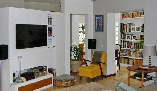 komfortowy salon w mieszkaniu do sprzedaży we Wrocławiu