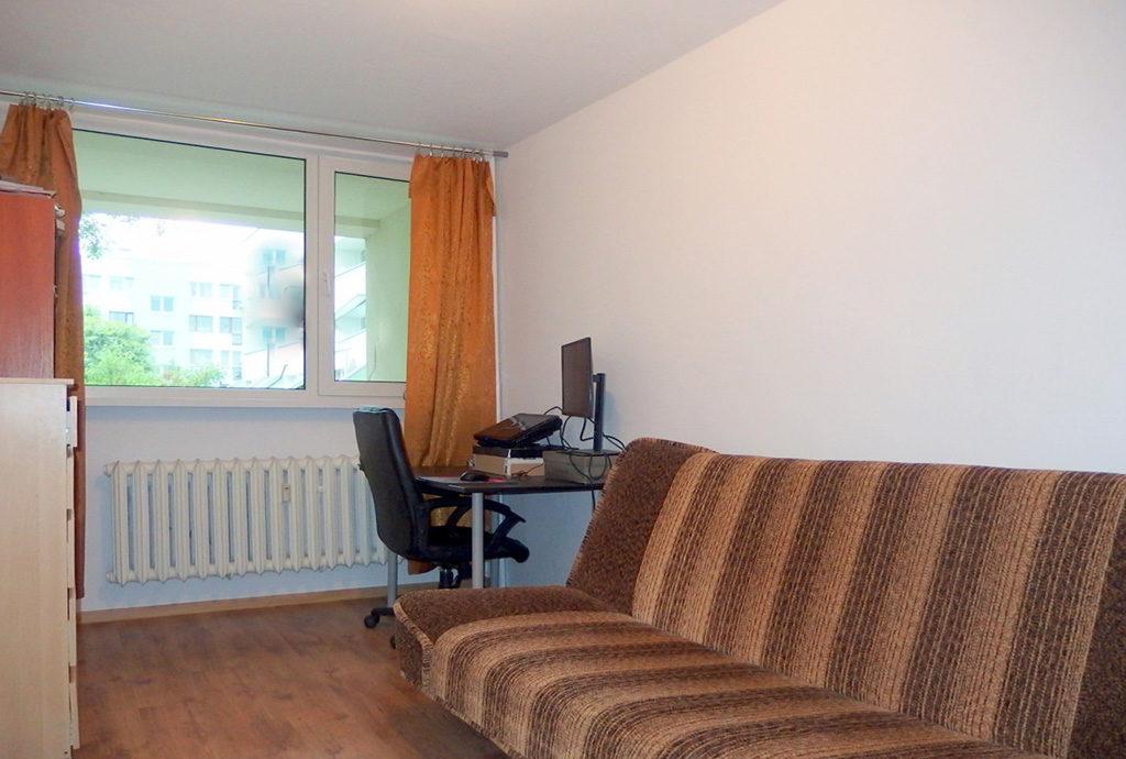 na zdjęciu gabinet i sypialnia w mieszkaniu do sprzedaży we Wrocławiu