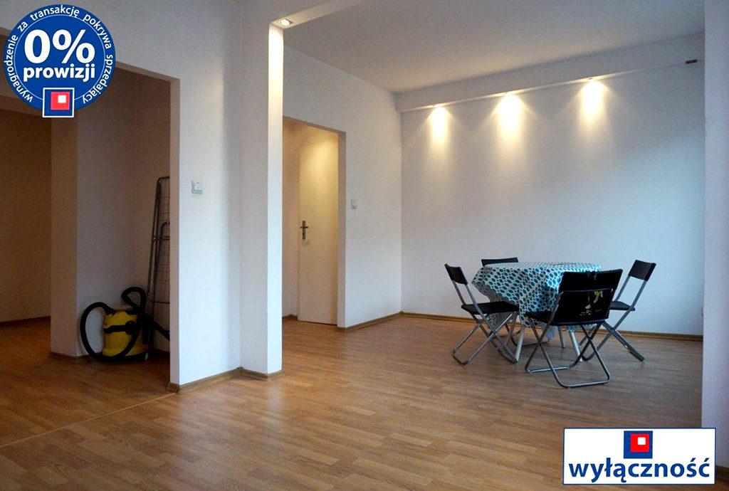 widok na salon w mieszkaniu do sprzedaży we Wrocławiu