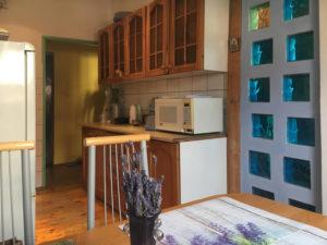 umeblowana i urządzona kuchnia w mieszkaniu we Wrocławiu do sprzedaży