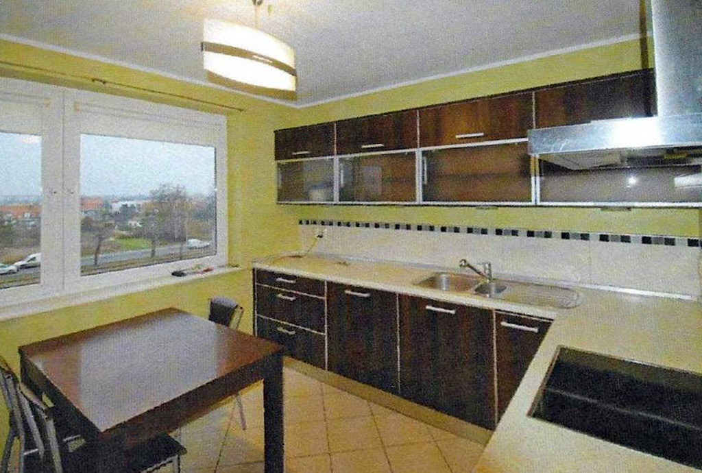 umeblowany nowocześnie aneks kuchenny w mieszkaniu do sprzedaży we Wrocławiu