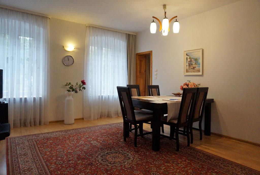 widok na jadalnię w mieszkaniu do sprzedaży we Wrocławiu