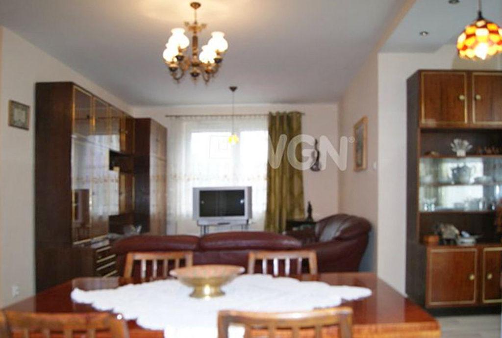 widok od strony jadalni na wnętrze mieszkania do sprzedaży we Wrocławiu