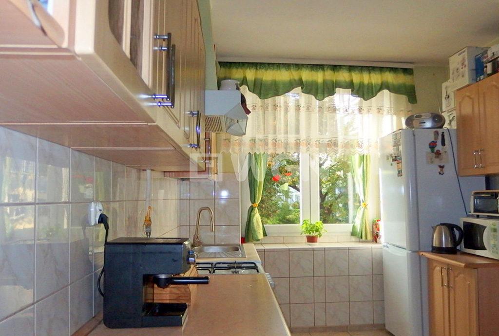 umeblowana kuchnia w mieszkaniu we Wrocławiu na sprzedaż