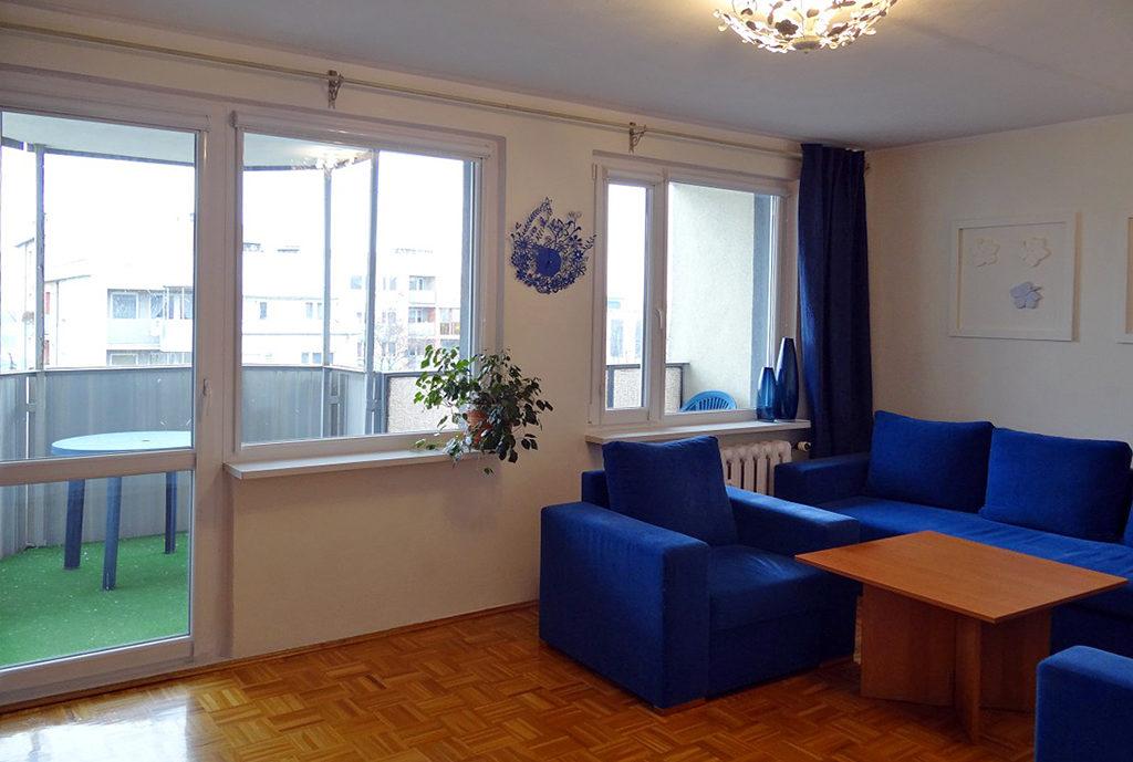 widok na salon w mieszkaniu we Wrocławiu na sprzedaż