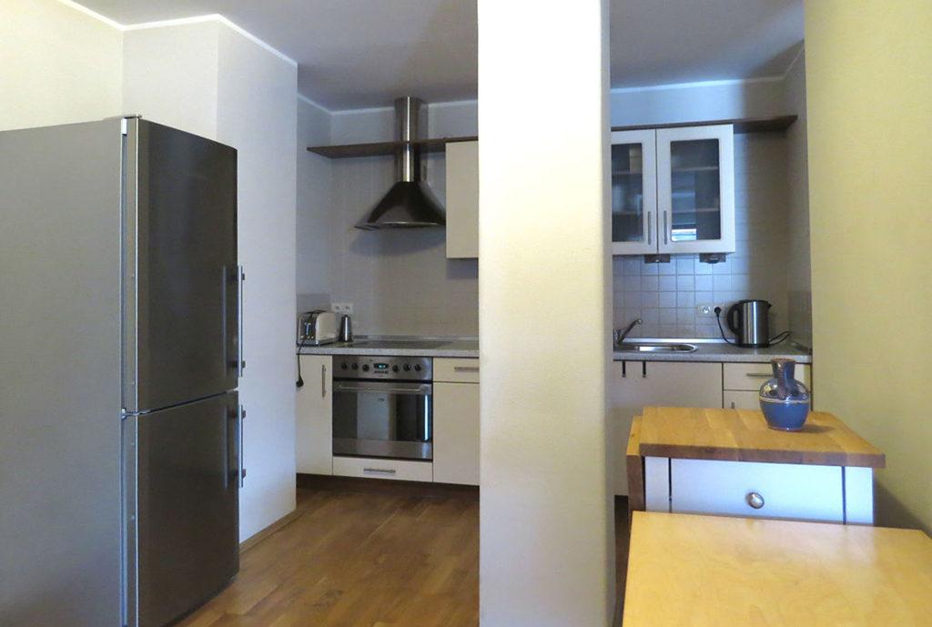 widok na umeblowaną kuchnię w mieszkaniu we Wrocławiu na sptzedaż