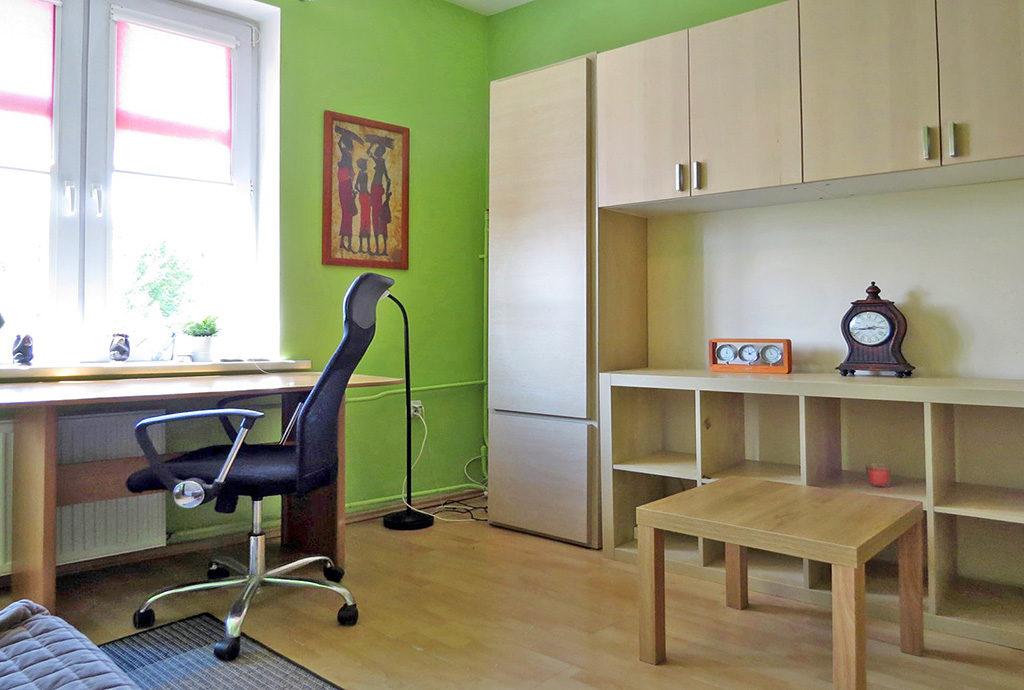komfortowy salon w mieszkaniu do sprzedaży we Wrocławiu na Krzykach